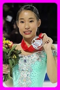 220px-Photos_-_Skate_America_2016_-_Ladies_(Mai_MIHARA_JPN_-_Bronze_Medal)_(32)